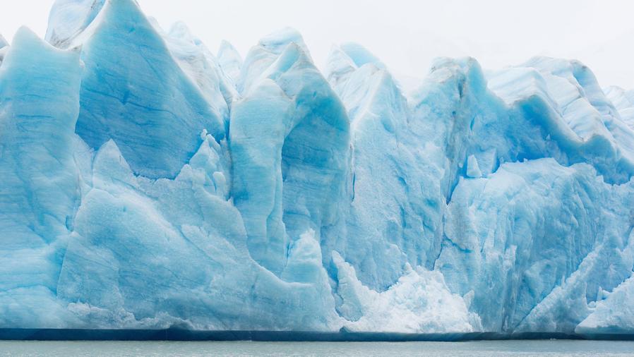 Gran glaciar en la Antártida
