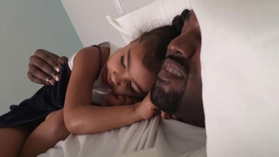 Kanye West con su hija North West
