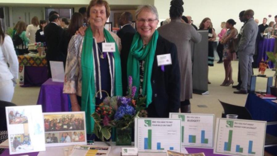 Anita Saville y Kathy Brough, fundadoras de la organización Budget Buddies