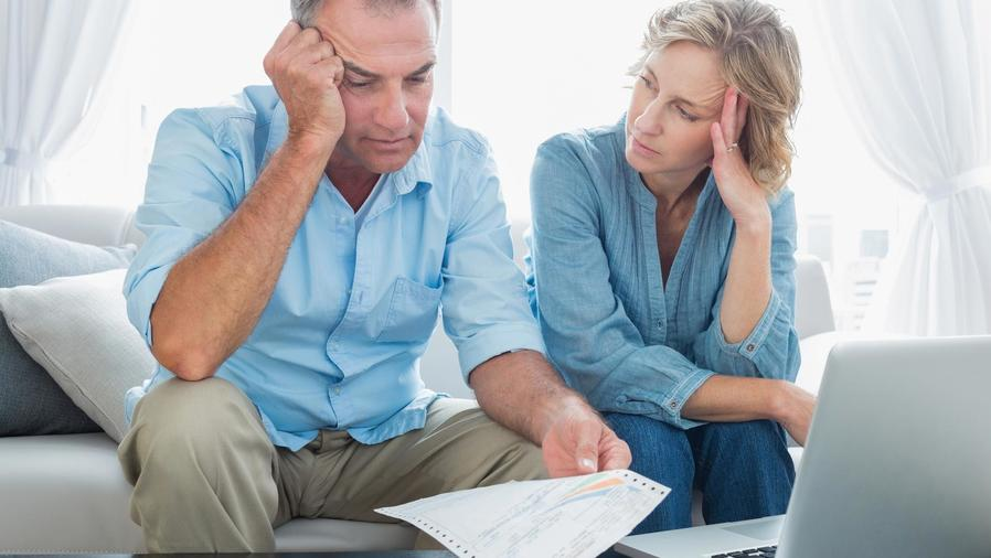 Matrimonio preocupado por las deudas