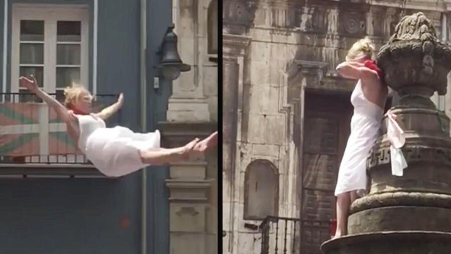 Una mujer muestra los pechos y slata de una fuente en Pamplona (VIDEO)