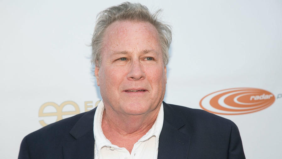 John Heard en la premiere de Homecoming