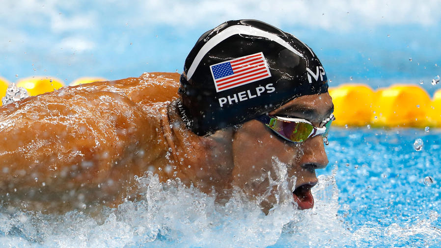 Michael Phelps nadando