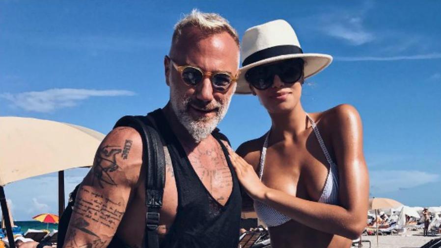 Ariadna Gutiérrez y Gianluca Vacchi en la playa