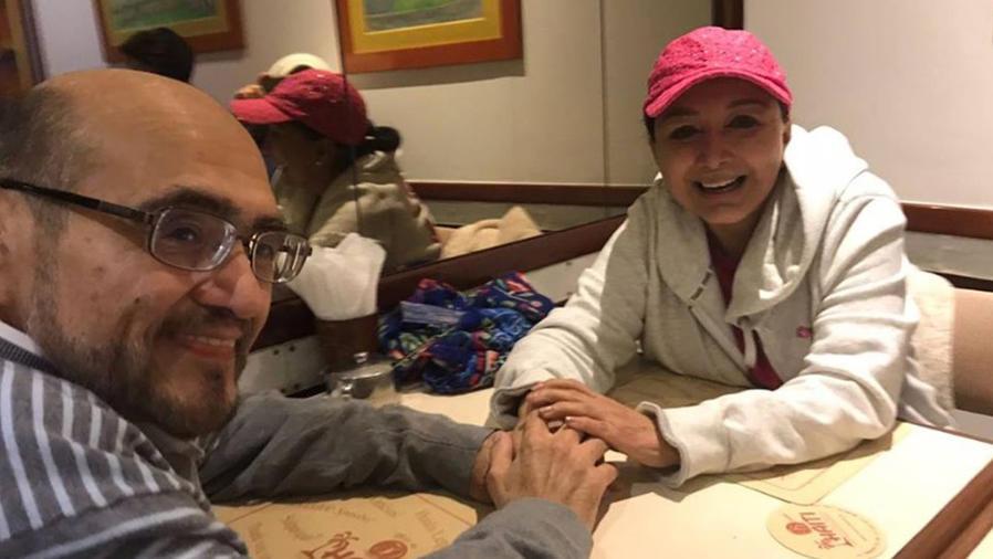 Édgar Vivar y María Antonieta de las Nieves tomados de la mano