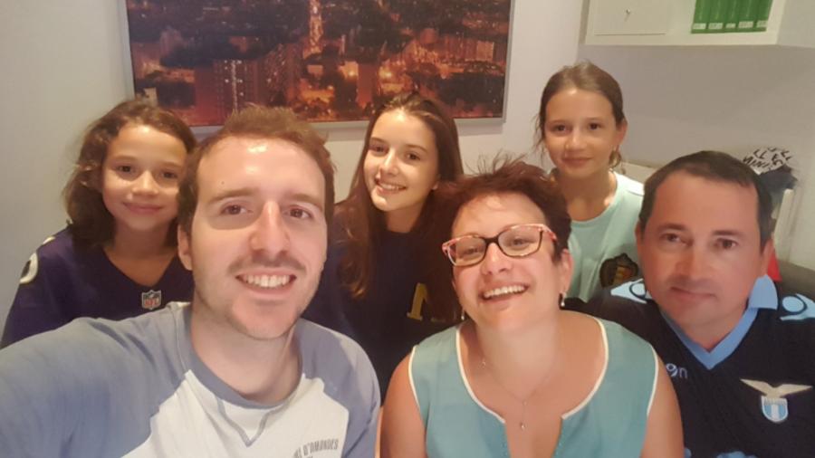 Joven hospeda a familia francesa tras ataque en Barcelona