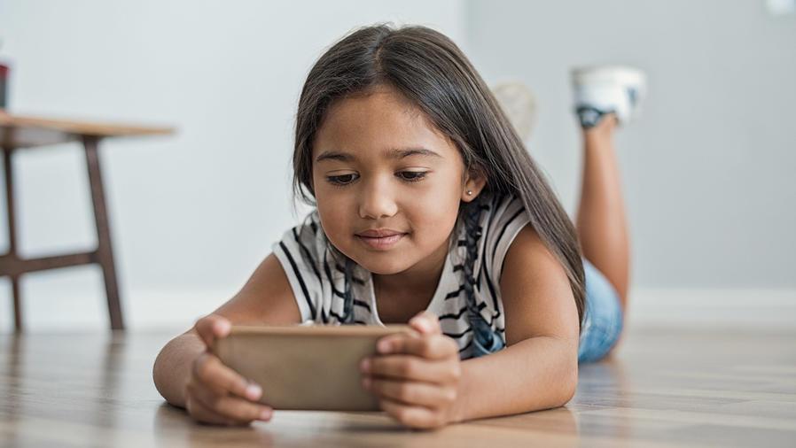 Niña con Smartphone