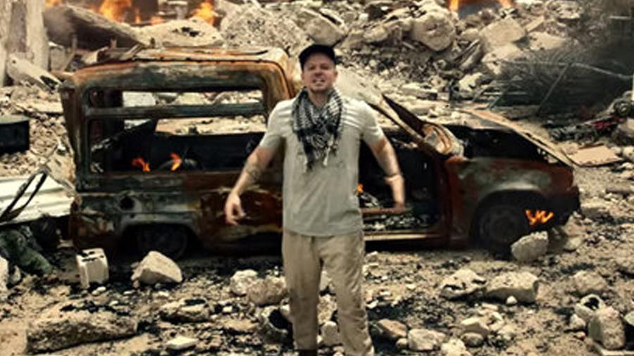 Residente en el video Guerra