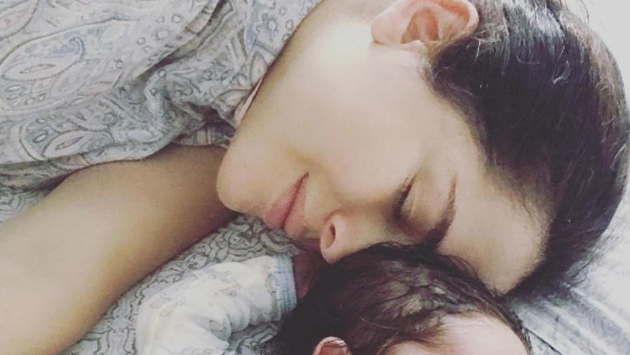 Danna García comparte la primera tierna foto de su bebé donde sale su carita