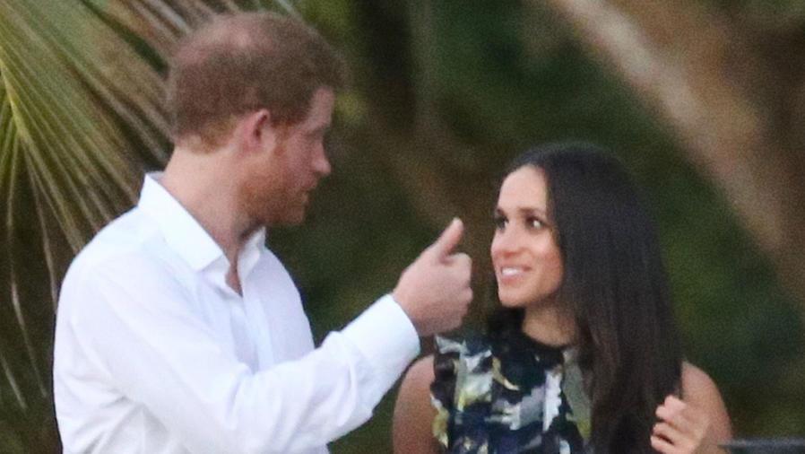 Príncipe Harry y Meghan Markle hablando