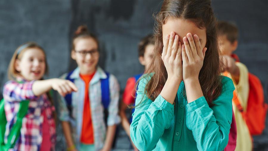 Una madre hispana implora justicia para su hija, que es víctima de bullying escolar