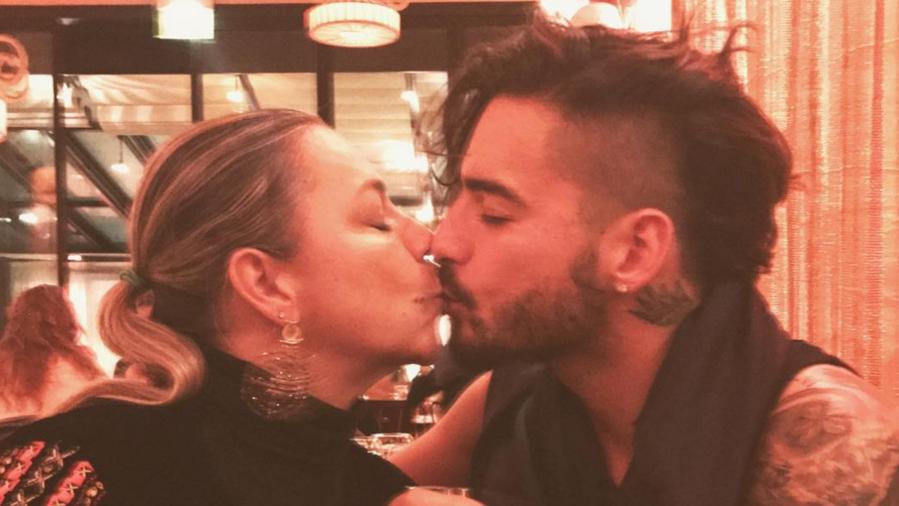 Maluma besa a su mamá en la boca