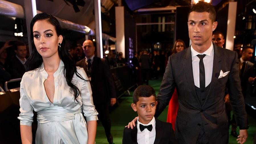 Cristiano Ronaldo con su hijo y Georgina Rodríguez