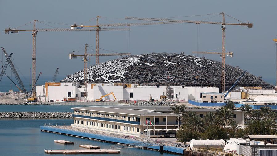 Construcción del Museo Louvre en Abu Dabi
