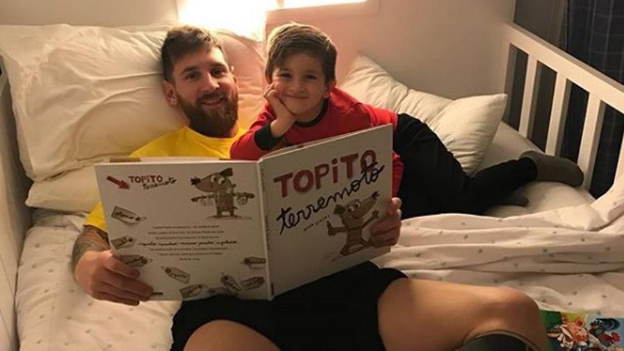Leo Messi leyendo con su hijo Thiago