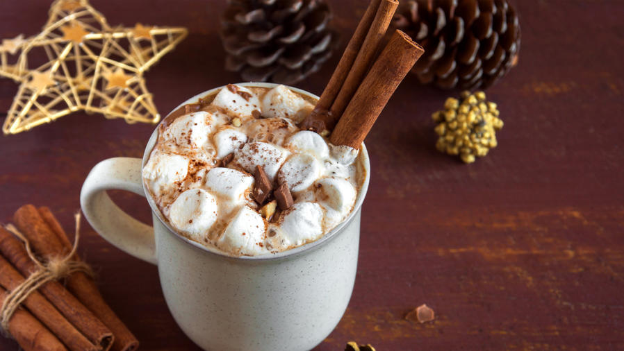 Chocolate caliente con canela para Navidad