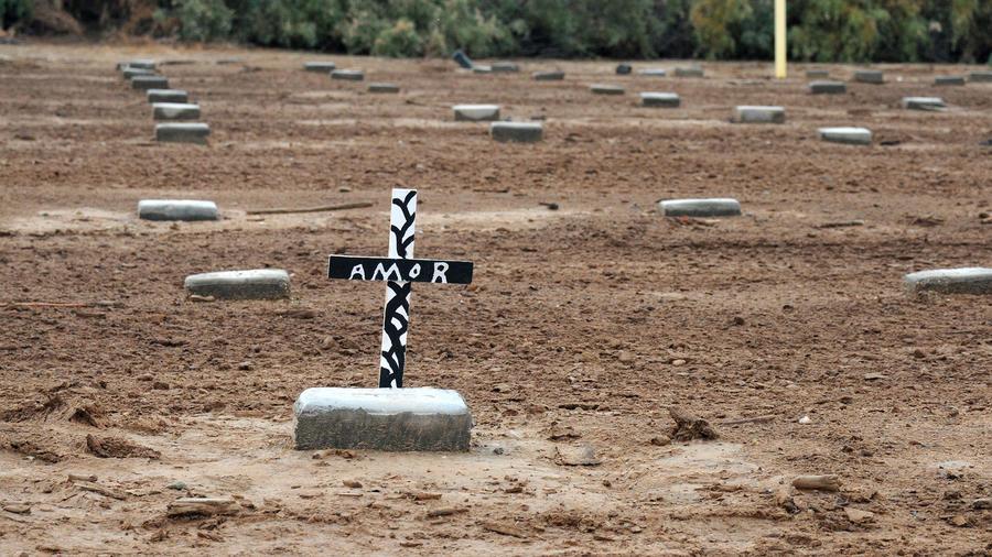 Las tumbas sin nombre de Holtville, recordatorios del peligro de la frontera