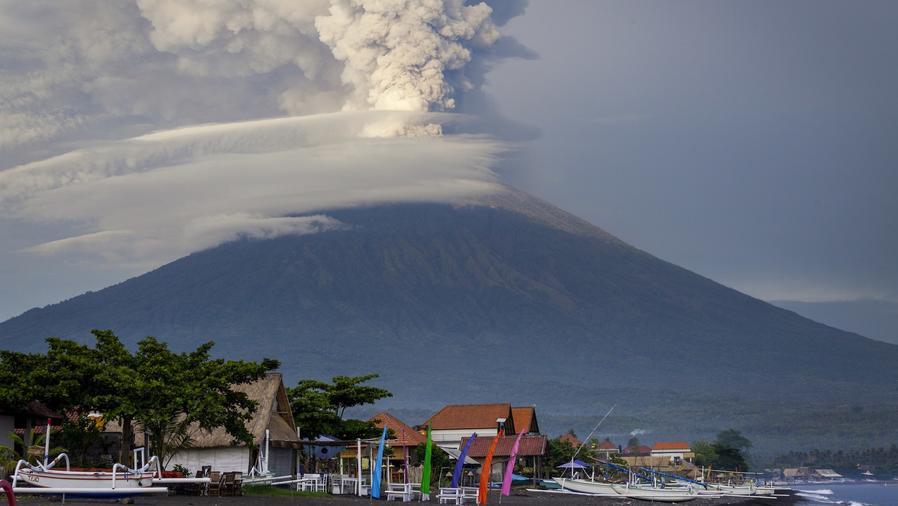 Volcán Agung en Bali, Indonesia