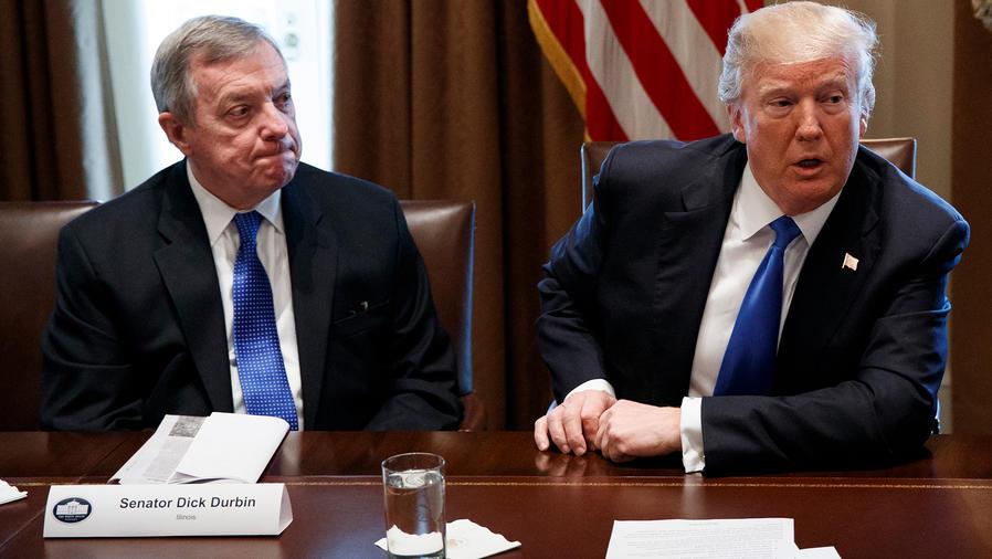 Archivo: El senador demócrata por Illinois, Dick Durbin y el presidente Trump en una reunión sobre inmigración en La Casa Blanca el 9 de enero de 2018