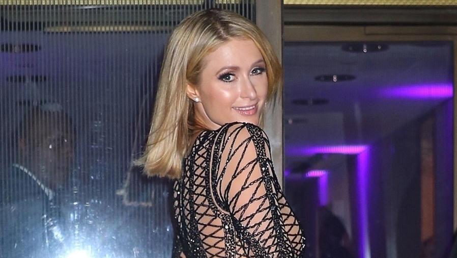 Paris Hilton sonriendo