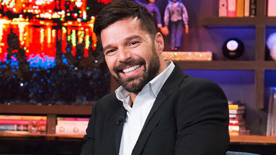 Zuleyka Rivera se mete tras bastidores para conocer los cambios de ropa de Ricky Martin