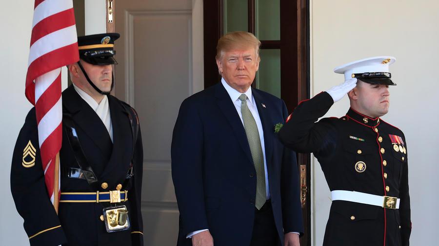 El presidente Donald Trump a la salida de la Casa Blanca el jueves 15 de marzo de 2018