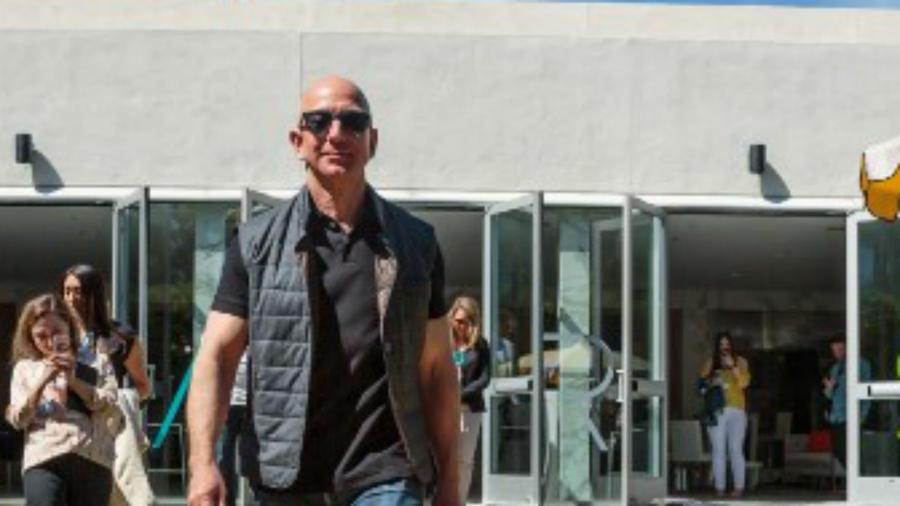 Jeff Bezos con su perro