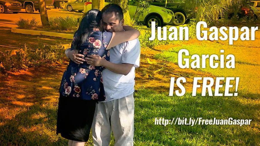 Juan García-Gaspar junto a su hermana Dolores