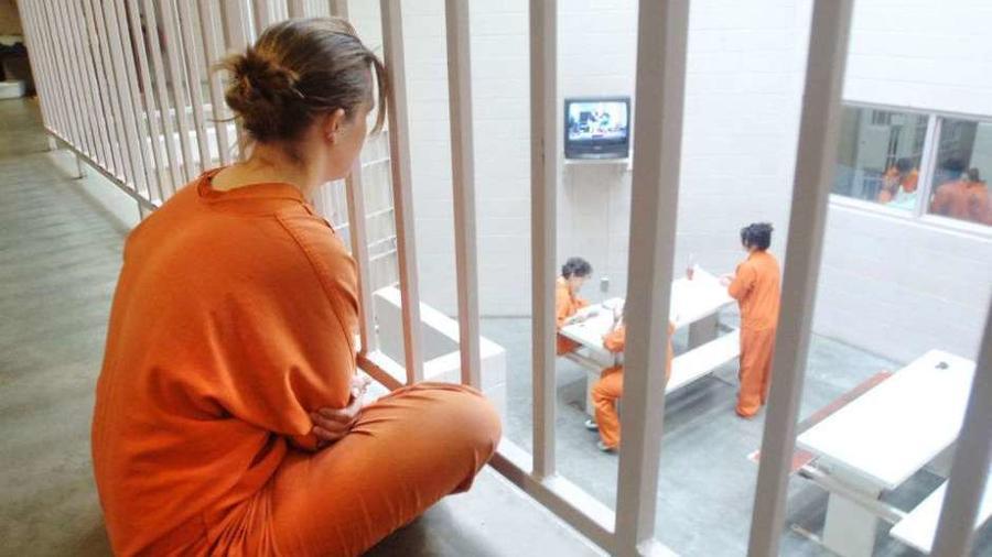 Falsa abogada de inmigración pasará 15 meses en prisión federal