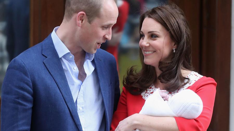 Los Duques de Cambridge presentaron a su tercer bebé
