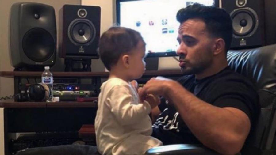 Luis Fonsi con su hijo Rocco