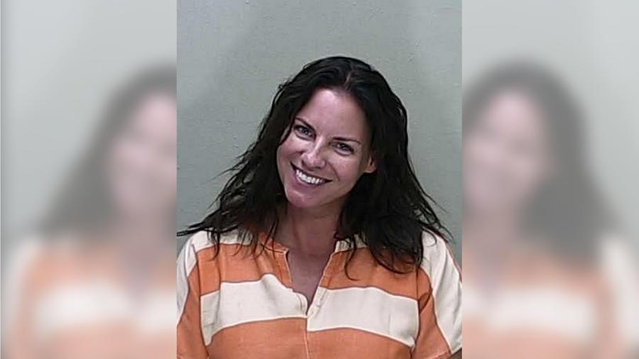 Welk aseguró haber chocado porque se le cayó el teléfono. Sin embargo, la mujer de 44 años no pasó la prueba de alcoholímetro.