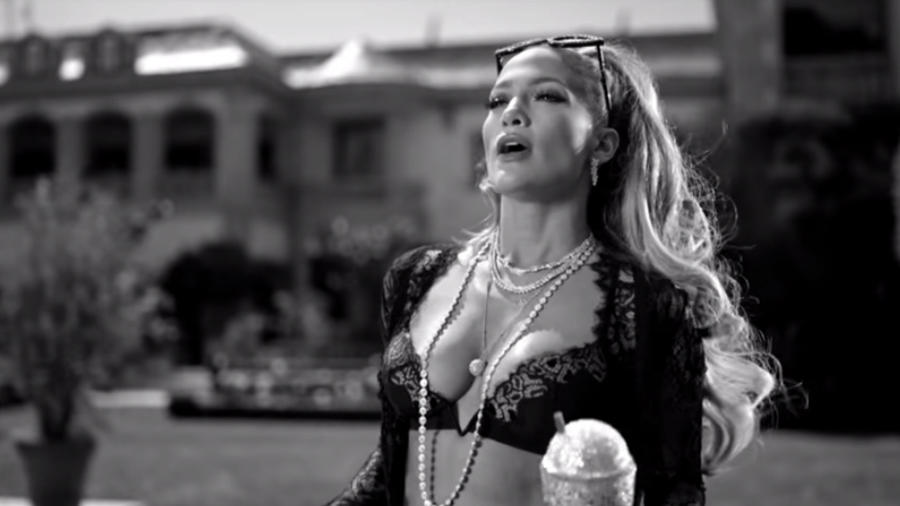 "Jennifer Lopez en el video de ""Dinero"""