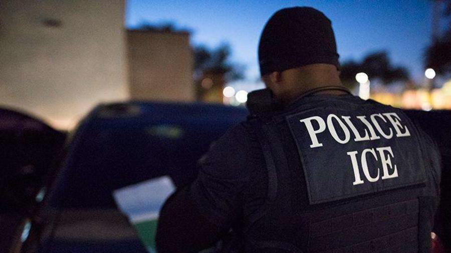 Foto de archivo de un agente de ICE
