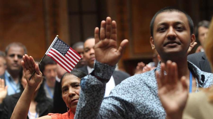 Si se encuentra alguna instancia de fraude, el gobierno intentará que un juez retire la ciudadanía a inmigrantes Photo Credit: Mariela Lombard / El Diario NY.
