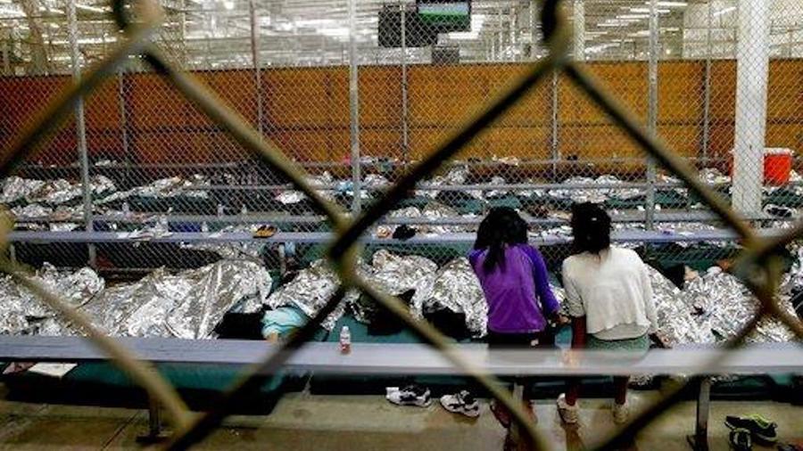 Madres desesperadas demandan al Gobierno para que les devuelvan a sus hijos