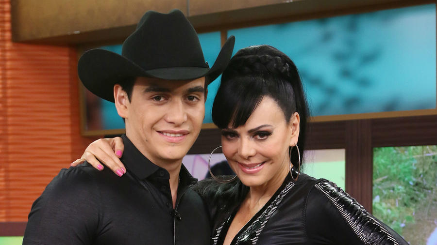 Julián Figueroa con Maribel Guardia en 2015