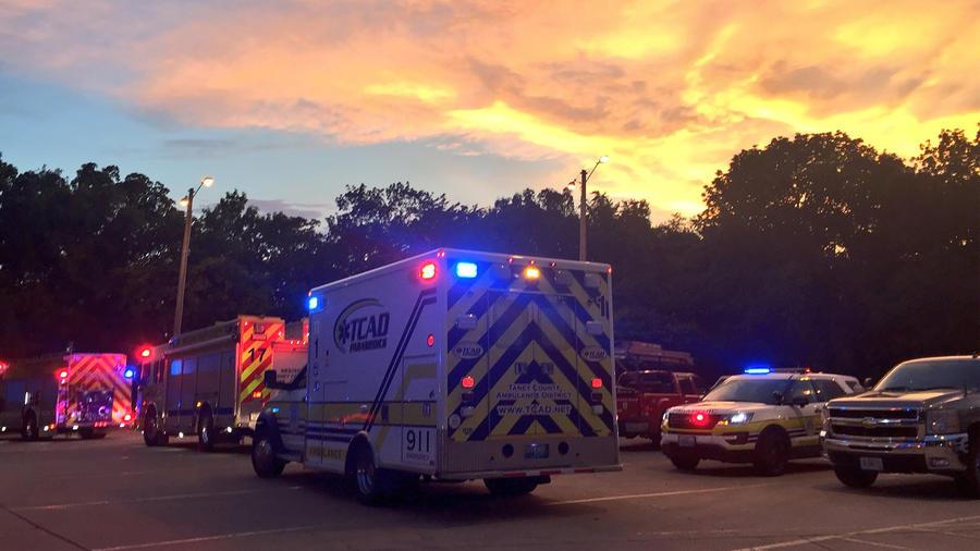 Al menos ocho personas murieron hoy en el naufragio de una embarcación turística en el lago Table Rock en Missouri el 19 de julio de 2018