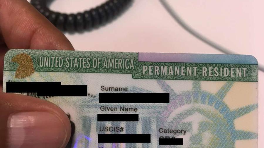 """Los peticionarios de """"green card"""" deben revisar el reporte mensual."""