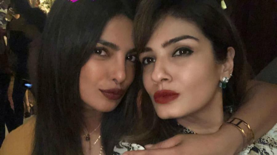 Priyanka Chopra con Raveena Tandon