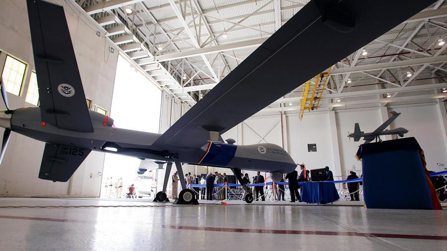 El dron MQ-9 Predator B durante la ceremonia en septiembre del 2010 en la que la FAA autorizó el uso de la nave no tripulada para vigilar la frontera.