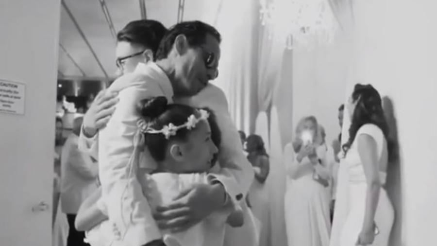 Marc Anthony con cuatro de sus hijos