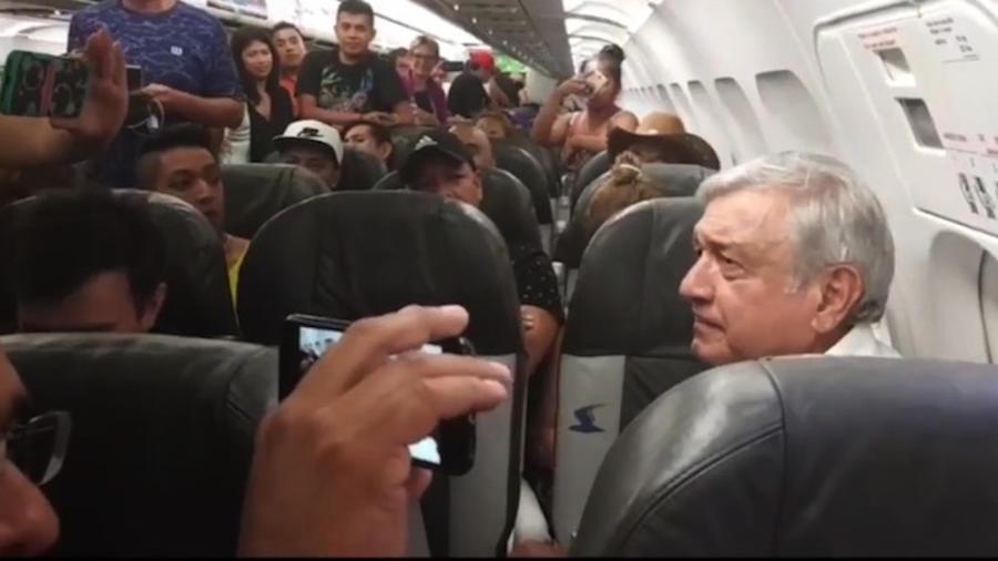 El Presidente electo tuvo que esperar más de tres horas a que su avión despegara, incluso el piloto le pide disculpas