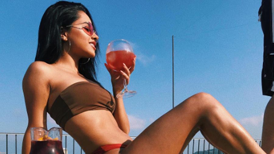 Becky G en bikini