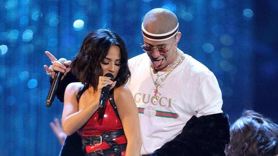 Becky G y Bad Bunny en los Latin AMAs 2017