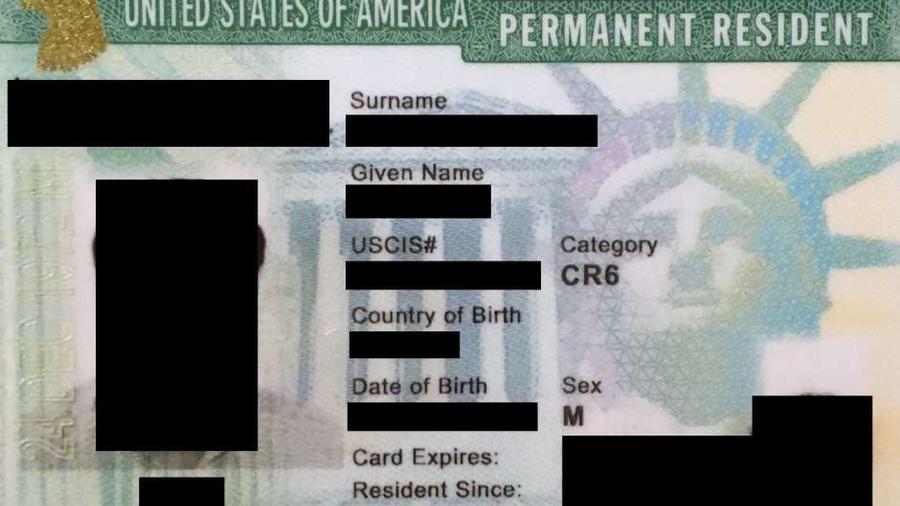 Foto de archivo de una tarjeta de residencia