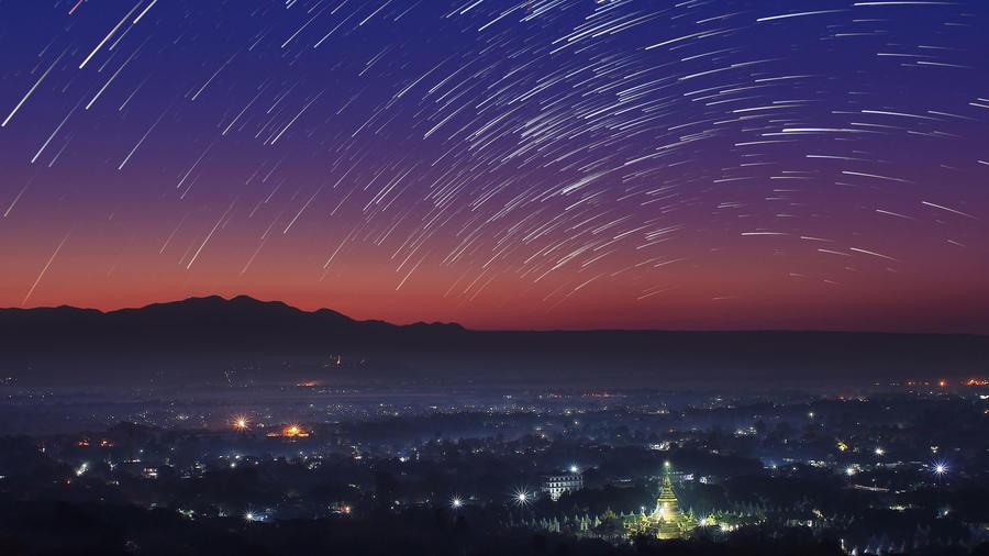 Lluvia de meteoros en el cielo