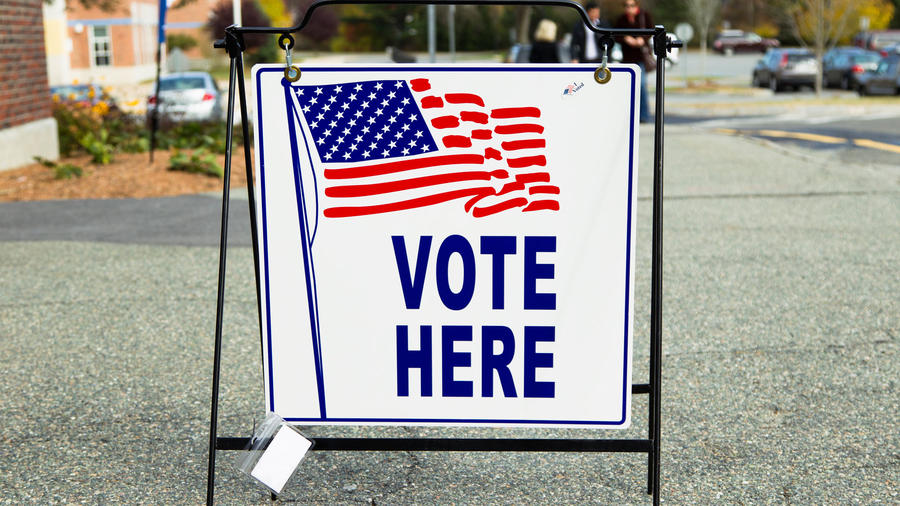 Cartel en un centro de votación