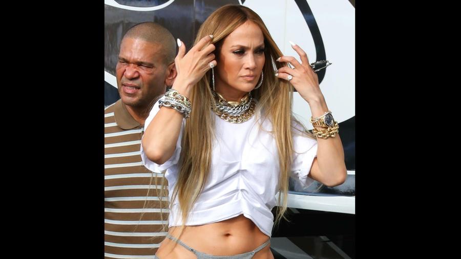 Jennifer Lopez enseñando tanga