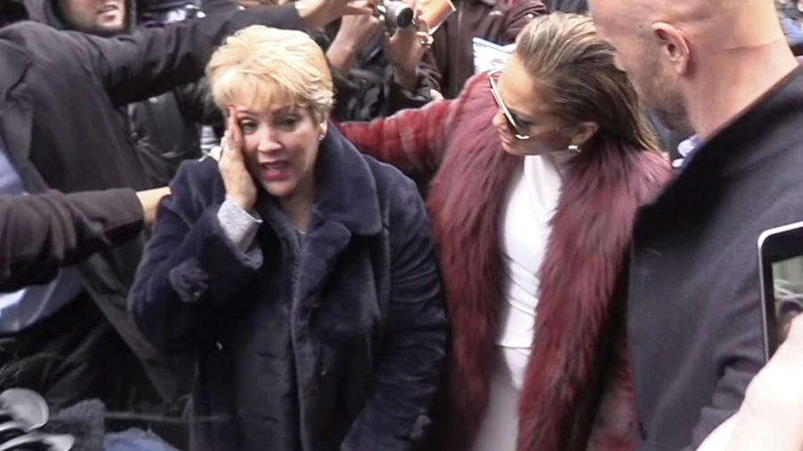 Jennifer Lopez son su mamá